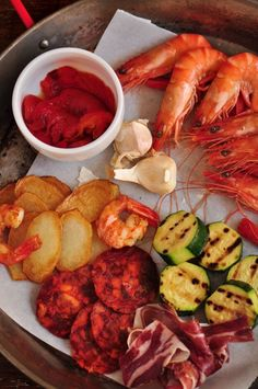 San Sebastian, Spain - Kingdom of Tapas (Pintxos), Basque Cooking recipes Tapas Recipes, My Recipes, Cooking Recipes, Favorite Recipes, Bilbao, Basque Food, Chef Dishes, Spanish Food, Spanish Cuisine