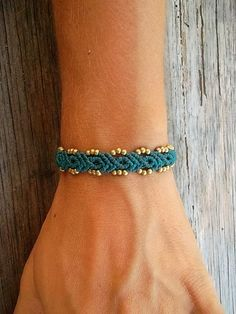 Macrame bracelet made whit resistant waxed thread por LunaticHands
