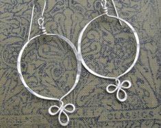 Orecchini a cerchio in argento, gioielli di filo d'argento del ciclo fantasia, ciondola gli orecchini, le donne, cerchi d'argento, orecchini in argento Sterling, gioielli