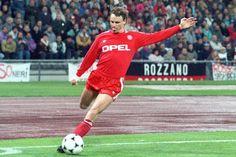 Am 21. Januar 1963 erblickte Bocholts berühmtester Sohn das Licht der Welt. Seine Eltern tauften ihn Roland und meldeten ihn zeitnah bei der örtlichen Borussia zum Fußball spielen an. Der junge Woh…