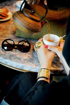 Alexander McQueen ring, Fendi Cuff, Chanel Sunglasses, Fendi Python Peek-a-boo Coffee Time, Tea Time, Coffee Break, Morning Coffee, Nespresso, Starbucks, Peek A Boo, Cuppa Tea, Tea Art