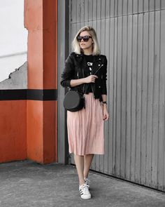 Tips for wearing Midi Skirt and Getting Stylish with this joker piece - Looks - Saias Modest Outfits, Modest Fashion, Fall Outfits, Casual Outfits, Fashion Outfits, Womens Fashion, Emo Outfits, Punk Fashion, Lolita Fashion