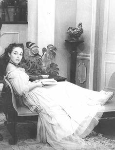 Elli Lambeti , a great Greek actress. Greece Pictures, Old Pictures, Old Photos, Vintage Photos, Greece People, Old Greek, Greek Beauty, Greek Culture, Portraits