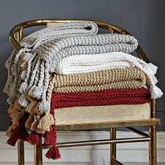 The perfect antidote to a cold evening, this knit throw keeps you warm and cozies up sofas, chairs and beds with its fringe of long tassels and huggable texture.