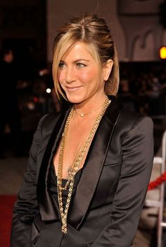 Jennifer Aniston in a low cut black satin dress Estilo Jennifer Aniston, Jennifer Aniston Photos, Jenifer Aniston, Jennifer Aniston Style, John Aniston, Black Satin Dress, Justin Theroux, Rachel Green, Most Beautiful Women