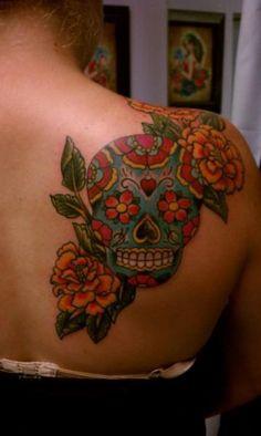 Calavera mexicana entra flores
