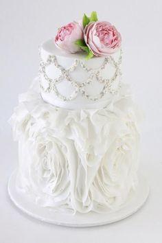 Stunning wedding cake by Australian cake designer Sharon Wee Southernbluecelebrations.blogspot.com
