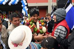 """Evo: """"vivir de guerras es genocidio, vivir de la muerte es inhumano""""  http://noticiasdesdebolivia.blogspot.com/2017/02/evo-vivir-de-guerras-es-genocidio-vivir.html?spref=tw #Bolivia #Política #EvoMorales"""
