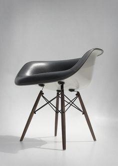 eames white shell chair w/black leather interior and wooden eiffel base Scandinavian Furniture, Contemporary Furniture, Rustic Furniture, Luxury Furniture, Furniture Decor, Furniture Design, Mirror Furniture, Victorian Furniture, Primitive Furniture