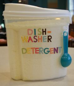 : DIY Dishwasher Detergent I cannot wait to make this! Cleaners Homemade, Diy Cleaners, Household Cleaners, Household Tips, Household Chores, Homemade Cleaning Supplies, Cleaning Hacks, Homemade Products, Diy Products