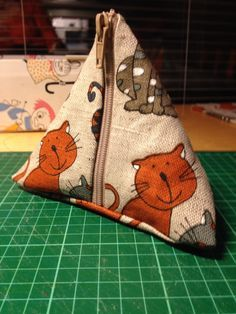 Diy Crafts For School, Sunglasses Case, Reusable Tote Bags, Quilts, Purses, Sewing, Sneakers, Diy Bags, Shape