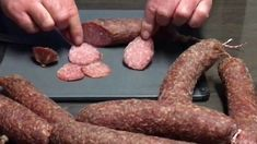 Luftgetrocknete Mettwurst Bratwurst, Homemade Sausage Recipes, How To Make Sausage, Sausage Making, Smoking Meat, Charcuterie, Sauce, Ham, Smoothies
