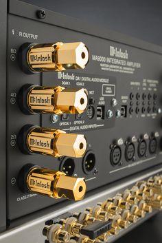 McIntosh MA9000 : avec 300 watts, le plus gros ampli intégré jamais conçu par la marque aux vumètres bleus