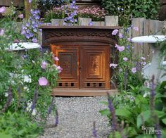 Because spring can come late and fall may make an early appearance in her region, Sikorski included an antique cast-iron firebox. Filled with flame or sitting on its own, it makes a wonderful impression in the landscape./