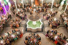 Este es el espectacular montaje que hicimos para la puesta de largo de Eleonore, Ferdinand y Gloria Habsburgo Thyssen. Eligieron la idílica ubicación de la Casa de Pilatos en Sevilla, espacio exclusivo de Alfonso Catering. Si tú también quieres celebrar aquí tu boda, reunión de negocios, cóctel o ceremonia, con nosotros puedes. ¡¡Mil gracias a los Habsburgo por confiar en nosotros!! Sobre el evento: http://www.hola.com/actualidad/2015061479334/puesta-de-largo-hijos-carlos-habsburgo/