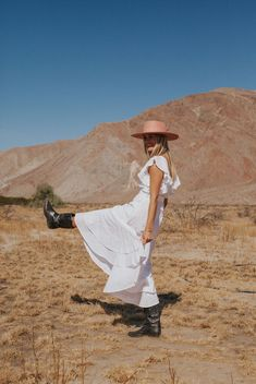 Desert Aesthetic, Aesthetic Fashion, Western Photography, Portrait Photography, Cowboy Chic, Summer Lookbook, Senior Pictures, Bodies, Photoshoot