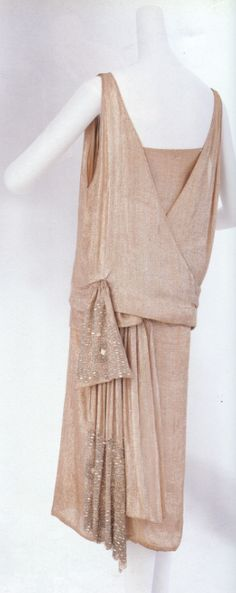 Evening dress 1922...Probably my favorite era for fashion