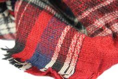 http://www.pashminacachemire.com/tartan/1327-tartan-carreau-rouge.html - Écharpe tartan rouge écossaise à carreaux homme et femme d'Ecosse -Tartan scarf and stole red tartan scarf for Scotland