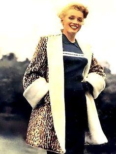 Marilyn Monroe modelling for So-Rite Fashions 1949