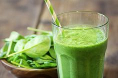 Whether you're looking for a clean green smoothie recipe or a healthy shake to get your morning started, these smoothies are super clean and delicious. High Protein Smoothies, Protein Smoothie Recipes, Smoothie Detox, Smoothies For Kids, Green Smoothie Recipes, Green Smoothies, Vegetable Smoothies, Smoothie Ingredients, Juice Recipes