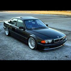 BMW 740i V8 (E38)