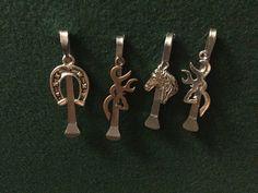 Horseshoe nails with charms Horseshoe Nail Art, Horseshoe Projects, Horseshoe Crafts, Horseshoe Ideas, Horse Shoe Nails, Horse Shoes, Nail Jewelry, Jewelery, Horse Hair Jewelry