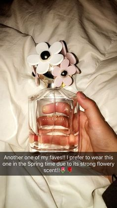 A fun, floral and youthful fragrance, Marc Jacobs Eau So Fresh Eau de Toilette is an essential spring perfume for women. Another popular fragrance fr Marc Jacobs, Daisy Eau So Fresh, Bath And Body Works Perfume, Perfume Scents, Musk Perfume, Piel Natural, Perfume Collection, Body Mist, Tips Belleza
