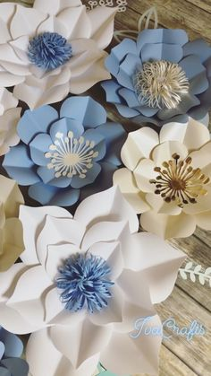 Large Paper Flowers, Wedding Backdrop, Blue and White Floral Arrangement, Wall Decor - DIY Blumen Paper Flower Backdrop Wedding, Paper Flowers Craft, Large Paper Flowers, Paper Flower Wall, Flower Wall Decor, Flower Crafts, Diy Flowers, Flower Decorations, Floral Flowers