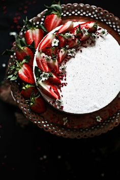 Strawberries and roses cheesecake