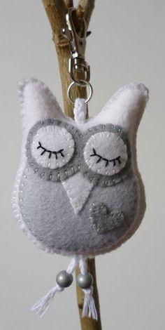 owl keychain – For Pregnant Women Felt Owls, Felt Birds, Felt Animals, Fabric Crafts, Sewing Crafts, Sewing Projects, Owl Keychain, Owl Crafts, Felt Decorations