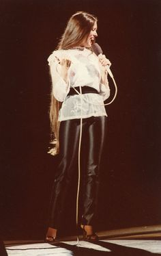 Beautiful Long Hair, Beautiful Ladies, Crystal Gayle Hair, Dry Frizzy Hair, Hair Doo, Steel Magnolias, Glossy Hair, Loretta Lynn, Christmas Swags