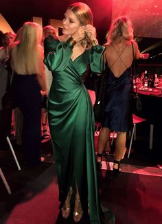 Gemeli Power Signature Label Whisky J in Emerald V Neck Prom Dresses, Elegant Prom Dresses, Satin Dresses, Evening Dresses, Gowns, Formal Dresses, Wedding Dresses, Wedding Lace, Muslim Fashion