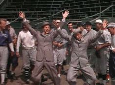 dança feliz GIF animado CATEGORIASSTICKERSARTISTASGIPHY TVFAVORITOS dança feliz GIF animado AÇÃOINCORPORAGIF SHORTENER # dança feliz # filme # gene kelly # frank sinatra