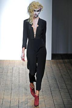Surreal Zombie Runway Makeup - Vivianne Westwood Presents Mask-Like Makeup at London Fashion Week (GALLERY)