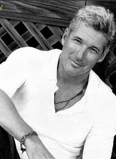 Richard Gere, my husbands brother from another mother.a lot of people tell Steve he looks like Richard Gere. Richard Gere, Richard Richard, Famous Men, Famous Faces, Gorgeous Men, Beautiful People, Beautiful Beautiful, Older Mens Hairstyles, Top Hairstyles