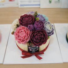 수원 달링케이크 오픈~♡ 1호 단호박 주문 케이크입니다. 강렬한 색감으로 화사하게 완성~^^ #케이크주문 #단호박 #ricecake #bean paste #cake #flower #flower cake #앙금케익 #앙금케이크 #수원맛집 #수원 공방 #달링케이크 #달링 #감사 #선물 #감사선물 #부모님선물 #앙금플라워 #앙플 #cakeshop #cakes #냠냠 #먹방 #꽃 #꽃스타그램 #먹 #사랑 #기념일