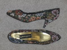 http://www.bonanza.com/listings/Academy-Awards-Metallic-Tapestry-Heel-Shoes-Pumps-8/30229991