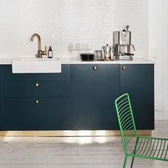 Another angle of the Bottle Green kitchen from yesterday. The solid brass Balls handles are being well accompanied by the Tapwell brass faucet and our plinth. Photographer: Adam Helbaloui