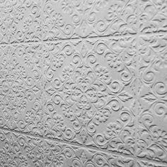 Concreto Rendado  Coleção Sonata - Produto Duquesa. Relevo #ceramicaportinari #revestir2016 #camilamoraesarquitetura