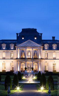 Les plus beaux hôtels châteaux en France - Le Château d'Artigny, Montbazon (The most beautiful castle hotels in France)