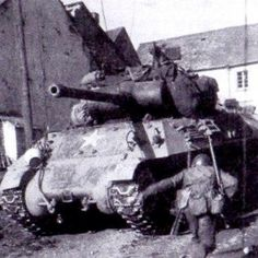 American soldier running for cover behind their M36 Jackson in Schillingen, Germany.  March, 1945  #ww2 #wwii #tank #destroyer #usa #army #usarmy #schillingen #march #america #germany #m36 #jackson #1945