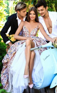 Flower Dresses, Bridal Dresses, Nice Dresses, Prom Dresses, Formal Dresses, Boys Long Hairstyles, Fashion Couple, Mode Vintage, Fancy Dress