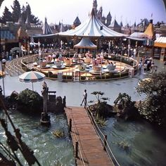 August of 1965 From the starkist tuna boat where we discovered tuna sandwiches and Fritos are a perfect combo! Disneyland History, Disneyland Secrets, Vintage Disneyland, Disneyland Resort, Disneyland Times, Disney Rides, Disney Land, Disney Parks, Walt Disney World