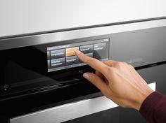 De M Touch-bediening bij de topmodellen maakt de bediening van de Miele-inbouwapparatuur nog eenvoudiger. Vrijwel alle instellingen worden net als bij een smartphone ingegeven op een TFT-display met zeer hoge resolutie.