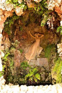 Nymph Echo's Grotto at Parc del Laberint d'Horta [click on photo for super zoom] ~ Gruta de la ninfa Eco (Parc del Laberint d'Horta)