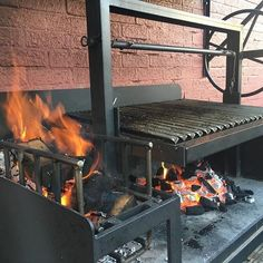 Traditional Argentine bbq grills: For homes, restaurants and caterers. All hand made in the UK, to our customer requirements. Asado Grill, Bbq Grill, Grilling, Argentinian Bbq, Argentine Grill, Barbeque Design, Grill Design, Outdoor Kitchen Patio, Outdoor Kitchen Design