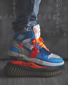 Fuck the Yeezy! I love the Nike Air Jordan 1 X Off-White so much! Sneakers Mode, Best Sneakers, Sneakers Fashion, Fashion Shoes, Shoes Sneakers, Mens Fashion, Nike Fashion, Cheap Fashion, White Sneakers