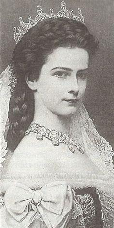 Empress Elisabeth of Austria (Sissi) December 1837 – 10 September Vintage Photographs, Vintage Photos, Die Habsburger, Impératrice Sissi, Empress Sissi, Wilder Kaiser, Jolie Photo, Royal Jewels, King Queen