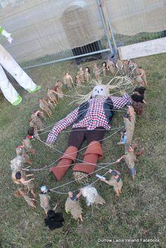 Gullivers Travels at Durrow Laois Ireland Scarecrow Festival Halloween 2020, Holidays Halloween, Halloween Ideas, Happy Halloween, Halloween Decorations, Book Character Costumes, Book Characters, Scarecrows For Garden, Scarecrow Ideas