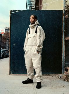 London designer Martine Rose has created a hip-hop inspired outerwear capsule with Italian label Napapijri, blending padded jackets with fleece jumpsuits and oversized fluro jackets. Hip Hop Fashion, Daily Fashion, Mens Fashion, Male Street Fashion, Fashion 2017, Style Fashion, Fashion Edgy, Fashion Fashion, High Fashion
